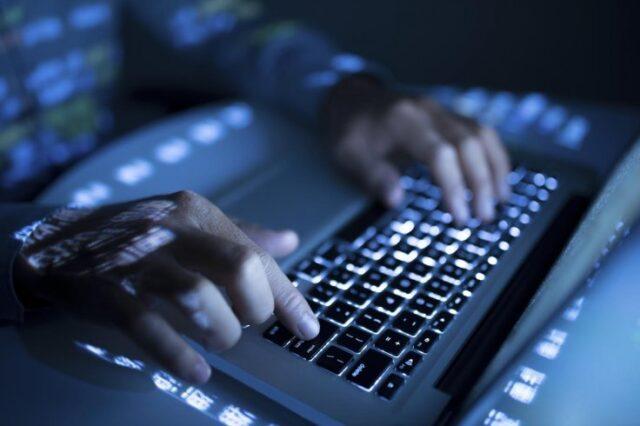 Dans l'environnement technologique d'aujourd'hui, la cybersécurité est une carrière lucrative. Les organisations doivent sécuriser leurs actifs informationnels contre divers types de cybermenaces qui se profilent. En conséquence, la demande d'experts en cybersécurité est toujours élevée et augmente avec les progrès technologiques.
